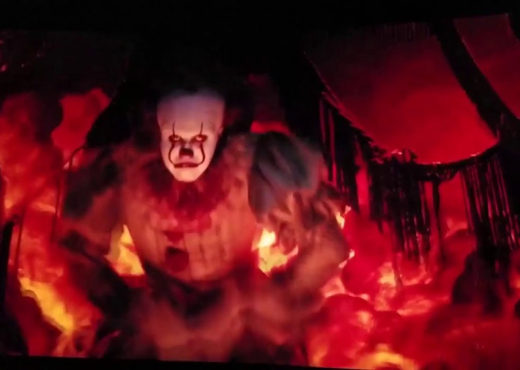 Pennywise Stalks You In A Haunted Arcade Parking Lot audio atmosphere